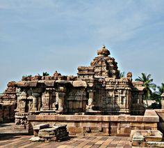 Mallikarjuna Temple. Pattadakal. Chalukya Dynasty. 8th Century CE. Karnataka, India. Chalukya Dynasty, Indian Temple, Indian Architecture, Hampi, Hindu Art, Indian Art, Paris Skyline, Tours, Sculpture