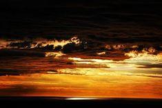 Reposting @el_despotricador_anhedonico: #sunset #sunrise #sun #TFLers #pretty #beautiful #red #orange #pink #sky #skyporn #cloudporn #nature #clouds #horizon #photooftheday #eldespotricadoranhedonicoblog #naturephotography #skylovers #FincasParaAlquilar #FincasEnArriendo #PaquetesTuristicos #AlquilerDeFincas #CasasCampestres #FincasEnMelgar #FincasDeTurismo #AlquilerdeCabañas #AlquilerDeFincasEnElEjeCafetero #AlquilerDeFincasEnAntioquia  Tel: 3228328-3213024788