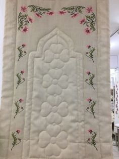 Hand Embroidery Art, Ribbon Embroidery, Machine Embroidery, Lace Applique, Cross Stitch Flowers, Cross Stitch Patterns, Prayer Room, Bargello, Crochet Flowers
