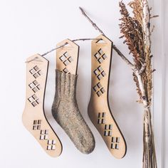 Keep handknit socks in tip-top shape with these Argyle Sock blockers. Diamond cutouts keep airflow flowing as socks are drying after wet blocking. Each set come Wool Socks, Knitting Socks, Hand Knitting, The Argyle, Argyle Socks, How To Purl Knit, Knit Purl, Knitting Accessories, Knitting Projects