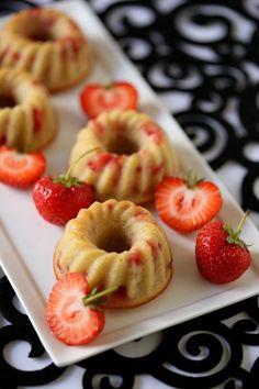 Erdbeergugls, Minigugls mit Erdbeeren