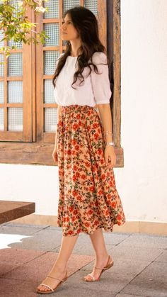 Floral Skirt Outfits, Long Skirt Outfits, Modest Outfits, Classy Outfits, Casual Indian Fashion, Indian Fashion Dresses, Skirt Fashion, Fashion Outfits, Stylish Dress Designs