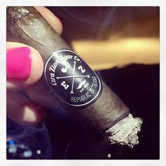 Ezra Zion All My Exes - can't go wrong! Happy Father's Day everyone! @ezrazioncigars #ezrazionnation #cigars #cigarlovers #botl #sotl #botlazchapter #cigarlifestyle #cigaraficionado #cigarporn #cigaroftheday #botl #sotl #botlazchapter