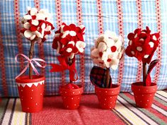 Red and white flower pots Bird Crafts, Flower Crafts, Fun Crafts, Diy And Crafts, Crafts For Kids, Paper Crafts, Baba Marta, Holidays And Events, Flower Pots