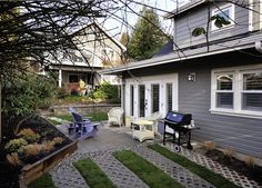North Van Coach-Style Small Home ~ More small home designs at this website.