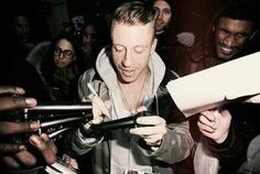 Signing mic's! How cool!