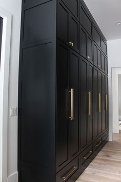 The Forest Modern: Our Chic Black Butler's Pantry - The House of Silver Lining - The Forest Modern: Our Chic Black Butler's Pantry – The House of Silver Lining - Flur Design, Küchen Design, House Design, Interior Design, Wardrobe Design Bedroom, Closet Bedroom, Modern Wardrobe, Bedroom Decor, Bedroom Vintage