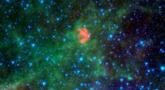 Esta imagen infrarroja del Telescopio Espacial Spitzer de la NASA muestra N103B - los restos de una supernova que explotó hace un milenio en la Gran Nube de Magallanes, una galaxia satélite a 160.000 años luz de distancia de nuestra propia Vía Láctea