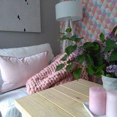 Nasza poszewka w jednym z najmodniejszych kolorów w tym sezonie Rose Quartz/ Our pillowcase in one of the hottest colors this season Rose Quartz .