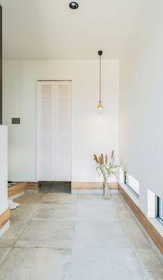 力が抜けて程よく大人なリラクシングカルフォルニアスタイル|施工実績|愛知・名古屋の注文住宅はクラシスホーム Zen Style, Room Interior Design, House Entrance, California Style, House Roof, Office Furniture, Kitchen Decor, House Design, Flooring