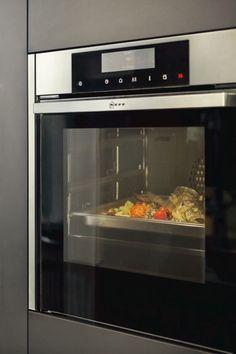 NEFF excellent® Geräteprogramm bringt Qualität in die Küche – mit serienmäßigen Extras, über die sonst nur wenige Geräte verfügen. Diese Edition steht für Design, Komfort und Ausstattung sowie Material- und Verarbeitungsqualität.