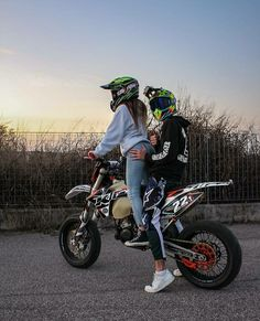 Motocross Couple, Motocross Love, Bike Couple, Motorcycle Couple, Teen Couples, Cute Couples Photos, Cute Couple Pictures, Cute Couples Goals, Couple Goals