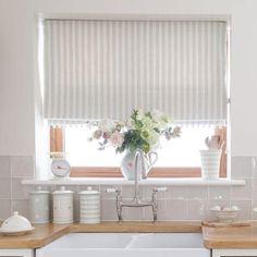 100 Beautiful Kitchen Window Design Ideas – Home Design Farmhouse Style Kitchen, Country Kitchen, Primitive Kitchen, Kitchen White, Rustic Kitchen, Farmhouse Interior, Rustic Farmhouse, Roller Blinds Kitchen, Kitchen Tiles