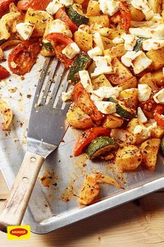 Feta with vegetables and potatoes from the tray – zucchini Crockpot Dessert Recipes, Vegetarian Crockpot Recipes, Dinner Recipes, Healthy Recipes, Lasagne Au Pesto, Zucchini Tomato, Food Blogs, Potato Recipes, No Cook Meals