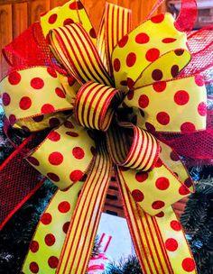 Christmas Wreaths Portfolio - Professional Wreath Designs Christmas Swags, Christmas Ribbon, Holiday Wreaths, Christmas Diy, Christmas Decorations, Winter Wreaths, Outdoor Decorations, Holiday Decorating, Decorating Ideas