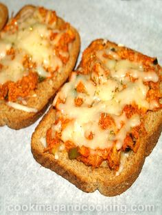 Quick and easy Chicken Pizza Toast is one of our favorite recipes to make for a busy weeknight dinner. And a simple and fun recipe to make with your kids. Recipes Using Cooked Chicken, How To Cook Chicken, Chicken Recipes, Pizza Recipes, Seafood Recipes, Cooking Recipes, Calzone, Cooking For Dummies, Toast Pizza