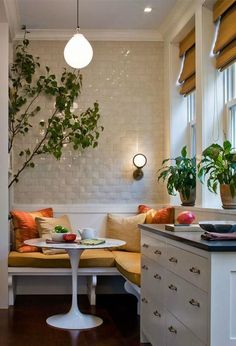 Love this small kitchen nook! breakfast nook, built in banquette, built in bench cushion, kitchen solutions, white subway tile Kitchen Tiles, New Kitchen, Kitchen Dining, Kitchen Decor, Cozy Kitchen, Kitchen Small, Kitchen Banquette, Small Dining, Kitchen Modern