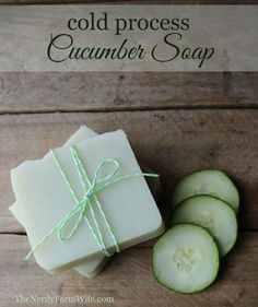 This cold process cucumber soap is a palm-free alternative to my original Cucumber Borage Soap. When creating this recipe, I started with my standard base of skin loving olive oil, plus a generous amount of coconut oil for great lather and hardness. Diy Savon, Savon Soap, Green Clay, Coconut Oil Uses, Coconut Oil Soap, Homemade Soap Recipes, Homemade Paint, Cold Press Soap Recipes, Homemade Soap Bars