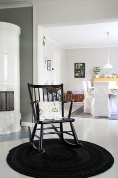 Keinutuoli 50-luvulta. Kamarit, eli ruokahuone ja olohuone.  Old House, rocking chair, mid Century.