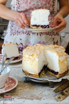 Cherry tart with light meringue foam topping, best meringue cherry pie ever! Cookie Desserts, No Bake Desserts, Just Desserts, Baking Recipes, Cake Recipes, Dessert Recipes, Different Cakes, Polish Recipes, Cupcake Cakes