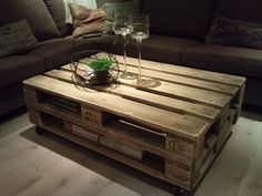 47 DIY Pallet Project Ideas for Coffe Table DIY pallets. Attach two pallets to one another and you'll get two storage shelves inside. With some careful hunting, you will find excellent wood pallets free of charge. Coffee Table Out Of Pallets, Pallet Furniture Coffee Table, Build A Coffee Table, Made Coffee Table, Pallet Patio Furniture, Diy Furniture, Pallet Tables, Pallette Coffee Table, Furniture Design