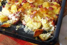 Creamy, cheesy potatoes are melt-in-your-mouth yummy. They are a great addition to any meal and can be even served as meal by themselves with the addition of bacon bits or smoked sausage. Cheesy Potato Casserole, Potato Pasta, Ham Casserole, Potatoe Casserole Recipes, Cheesy Potatoes, Potato Dishes, Potato Recipes, Cockpot Meals, Crockpot Recipes