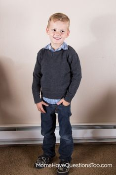 Back to School Clothes: wardrobe tips, clothes shopping list, plus picture examples of how to create outfits. Great tips for boys and girls. Little Boy Outfits, Cute Outfits For Kids, Unique Outfits, Collar Shirt With Sweater, Collar Shirts, Toddler Boy Fashion, Toddler Boys, Back To School Outfits, School Pics