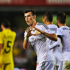 Gareth Bale marked his Real Madrid debut with a goal as his new club drew away to Villarreal in La Liga. Bbc Sport Football, Madrid Football Club, World Football, Real Madrid Game, Real Madrid Gareth Bale, Ronaldo Bale, Ian Rush, Bale Real, Milan