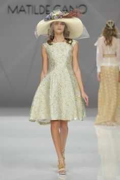 Designer Matilde Cano's new collection for 2017 has its origins in the romantic Victorian era. What To Wear To A Wedding, Wedding Guest Looks, 2017 Bridal, Glamour, Bridal Fashion Week, High Collar, Spring, Bridal Dresses, Party Dress