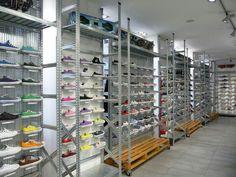 Estanterías metálicas para equipamiento de tiendas en Tenerife. Gran variedad de accesorios y complementos. www.estanteriastenerife.com