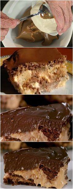 TORTA DE CHOCOLATE COM DOCE DE LEITE,FICA DIVINO!! VEJA AQUI>>>Coloque no liquidificador os biscoitos e o chocolate, e triture bem Em uma tigela coloque essa mistura e adicione a margarina/manteiga e misture com as mãos até que fique homogênea #receita#bolo#torta#doce#sobremesa#aniversario#pudim#mousse#pave#Cheesecake#chocolate#confeitaria Candy Recipes, Sweet Recipes, Dessert Recipes, Chocolate Flavors, Chocolate Desserts, Oreo Torta, Yummy Drinks, Yummy Food, How Sweet Eats