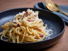 Get The Best Carbonara Recipe from Food Network Crab Recipes, Pasta Recipes, Entree Recipes, Casserole Recipes, Yummy Recipes, Recipies, Best Carbonara Recipe, Italian Recipes, Italian Entrees