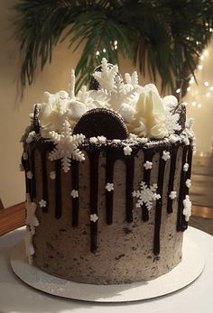 Winter Wonderland Oreo Cake Triple chocolate cake with rich Oreo buttercream and milk chocolate ganache drip Christmas Cake Designs, Christmas Cake Decorations, Christmas Cupcakes, Christmas Sweets, Holiday Cakes, Christmas Cooking, Christmas Birthday Cake, Winter Torte, Winter Cakes