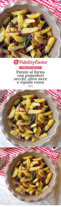 Patate al forno con pomodori secchi, olive nere e cipolle rosse