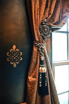 BEAUTIFUL SILK TONE ON TONE RUST ORANGE DRAPE W/ORNATE ORANGE&BLACK TASSEL TIEBACK &ORNATE MEDALIAN CURTAIN HOLDER PERFECT 4 OLWORLD,TUSCAN &MEDITTERRANIAN DECORS.ID HAVE BROWN FAUX PAINTED WALLS INSTEAD OF BLACK& A BROWN&RUST ORANGE COLOR SCHEME W/BLACK ACCENTS W/THESE DRAPES&TIEBACKS&KEEP THE STENCILED WALLS.CHERIE