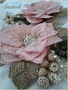 Hj Diy Flowers, Fabric Flowers, Needle Lace, Lace Making, Flower Tutorial, Decoration, Beaded Embroidery, Burlap Wreath, Beads