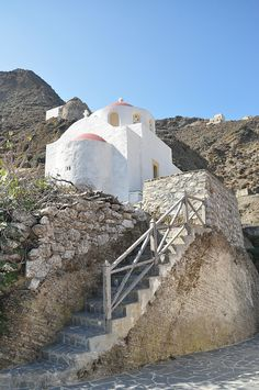 This post takes you to the Karpathiko Spiti (Karpathian House) on the Greek island of Karpathos, where homes are personal museums of the island's folklore, customs, and crafts spanning generations. Karpathos, Greek Cooking, Museum Displays, Greece Islands, Greek Life, Greece Travel, Santorini, Mount Rushmore, The Good Place