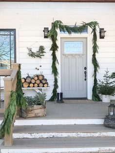 15 fun and festive Christmas porch decorating ideas! Come get inspired with these unique ideas. Everything from farmhouse to traditional and even colorful front porch christmas ideas! Front Door Christmas Decorations, Scandinavian Christmas Decorations, Scandi Christmas, Decor Scandinavian, Minimalist Christmas, Farmhouse Christmas Decor, Noel Christmas, Holiday Decor, Christmas Porch Ideas