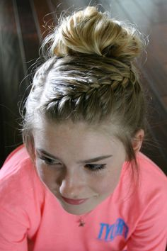 Messy Bun with Braid Hair Tutorial This messy bun & braid tutorial is one of my favorite hair looks for summer, and it isn't too complicated. This braided messy bun tutorial contains step-by-step photos to make it really easy to recreate. Volleyball Hairstyles, Sporty Hairstyles, Dance Hairstyles, Braided Hairstyles Tutorials, Summer Hairstyles, Messy Hairstyles, Braid Hair Tutorials, Wedding Hairstyles, Hairstyles For Gymnastics