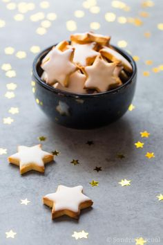 """Christmas biscuits """"Winàchtsbredele"""" - Cooking secrets of a French mum Desserts With Biscuits, No Bake Desserts, Delicious Desserts, Dessert Recipes, Yummy Food, Quick Dessert, Desserts With Chocolate Chips, Chocolate Chip Cookies, Biscuit Cookies"""