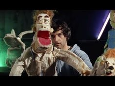 Parquet Courts - Human Performance. Manipulação de bonecos no limite entre o simpático e o assustador (Puppet manipulation at the limit between funny and scary) (dir.: Phil Collins) (01/07)