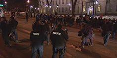 """Une manifestation """"interdite"""" aux hommes s'est déroulée mardi soir à Montréal, à l'invitation d'une organisation féministe, pour s'opposer aux mesures d'austérité du gouvernement Couillard.   Quelques centaines de femmes se sont rassemblées à la place Norman-Bethune, près du campus Sir-George-Williams de l'Université Concordia, au centre-ville. Un fort cordon policier les a surveillées des deux côtés du cortège. Elles ont emprunté la rue Guy vers le nord."""