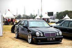 Mercedes benz W210 Photo taken by www.gettinlow.com