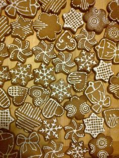 Easy Holiday Cookies, Christmas Baking, Gingerbread Cookies, Christmas Decorations, Food, Crack Crackers, Biscuits, Bakken, Ginger Cookies
