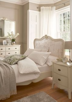 Modern French Bedroom: 25 Glamorous Ideas That Will Stun You Classic Bedroom Furniture, French Bedroom Decor, Modern Bedroom, French Inspired Bedroom, Classic Bedroom Decor, Bedroom Romantic, French Furniture, White Bedroom, French Country Rug