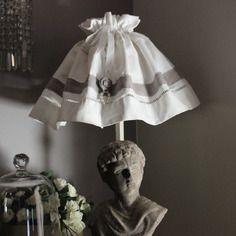 """Jupon d'abat jour en linge ancien et lin de style  gustavien """"le boudoir de colombe"""""""