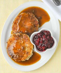 Leftover Turkey Potato Cakes - pure comfort food heaven, from leftovers! These crispy turkey cakes may be even better than the original turkey dinner. Leftover Turkey Recipes, Leftovers Recipes, Dinner Recipes, Leftover Ham, Lunch Recipes, Dinner Ideas, Newfoundland Recipes, Turkey Cake, Rock Recipes