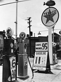 vintage gas stations   44113 Vintage Gas Station 18 x 24