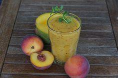 Смузи из манго, персика и отрубей