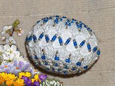 image Easter Egg Pattern, Easter Egg Designs, Diy Ostern, Beaded Cross, Beaded Ornaments, Egg Decorating, Easter Crafts, Easter Eggs, Decorative Bowls